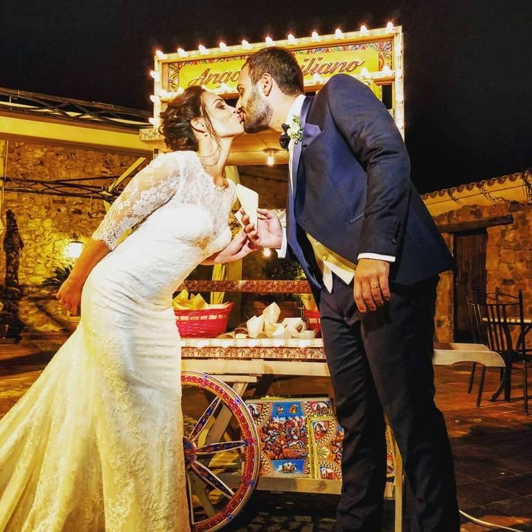 angolo siciliano bacio sposi