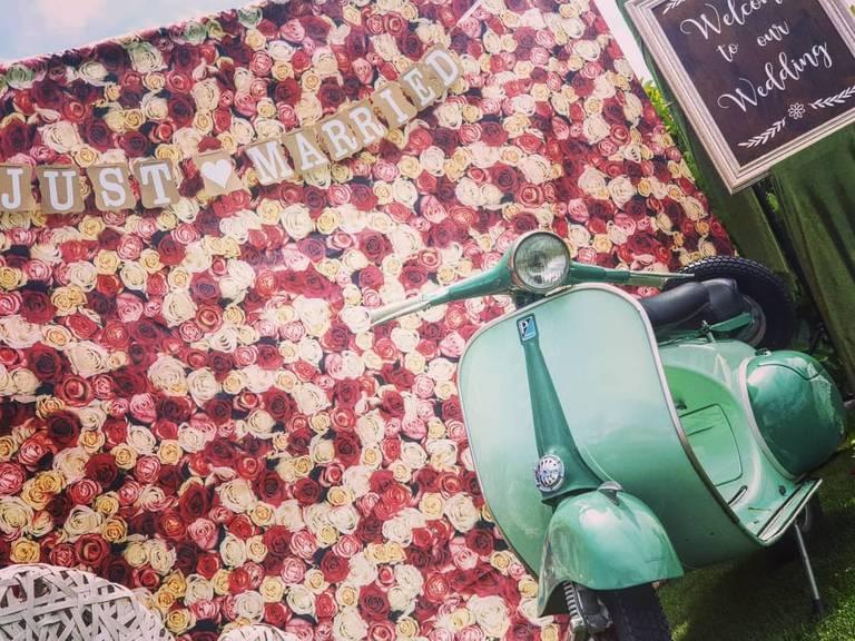 vespa photobooth rose