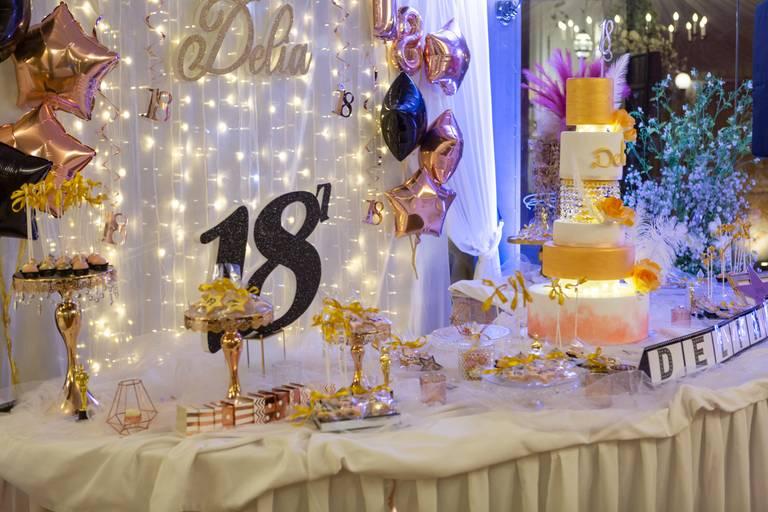 angolo torta diciotto anni