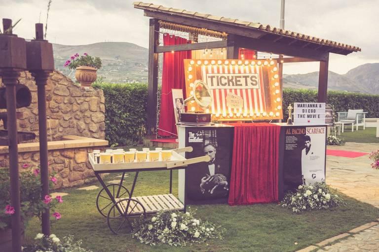 Matrimonio tema cinema escort cards