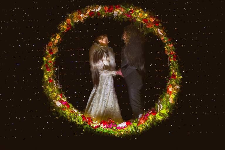 photobooth fiori cerchio sposi