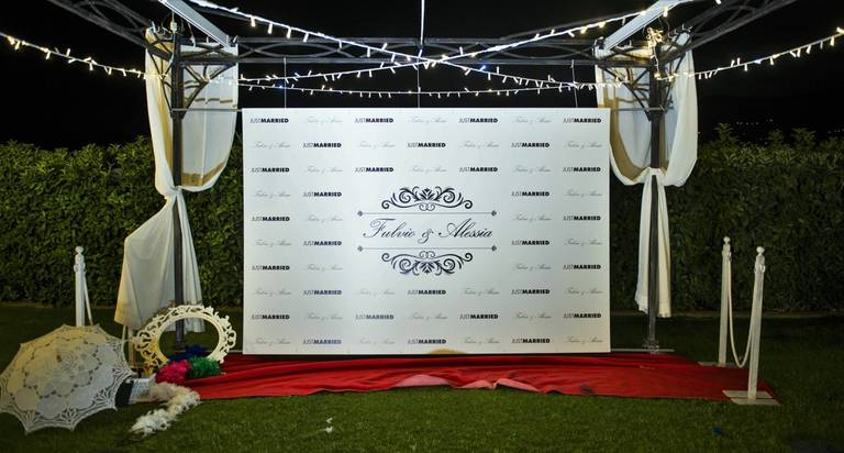 photobooth red carpet just married