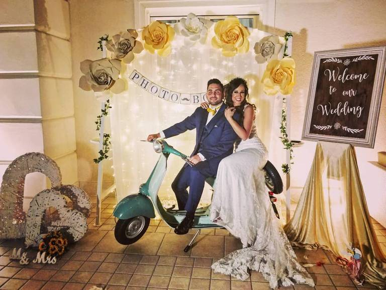 photobooth fiori vespa sposi